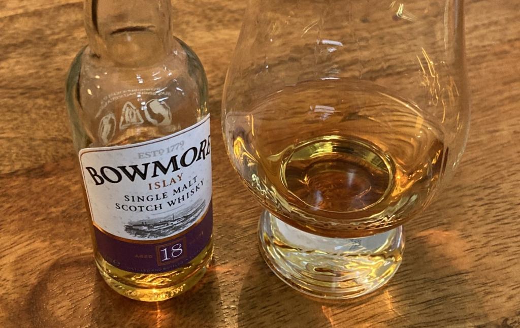 Ein Dram des Bowmore 18 Jahre zum Jahreswechsel.