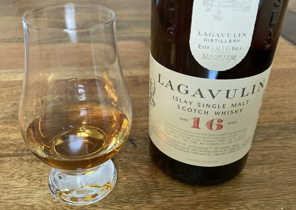 Ein Dram des Lagavulin 16 Jahre geht immer.
