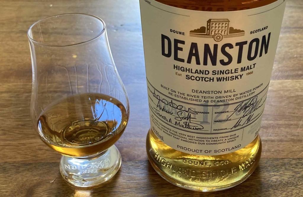 Ein Dram des 12-jährigen Deanston im Nosing Glass.