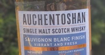 Unser Whisky des Monats August 2021: der Auchentoshan Sauvignon Blanc Finish.