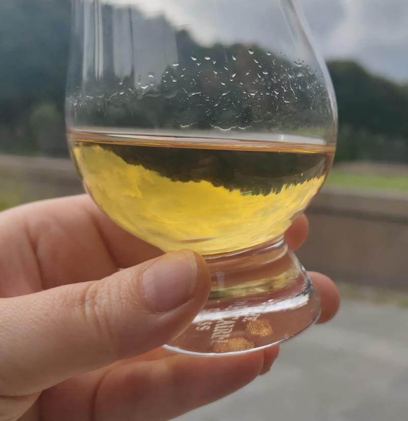Farbe und Schlierenbildung des Auchentoshan Sauvignon Blanc Finish.