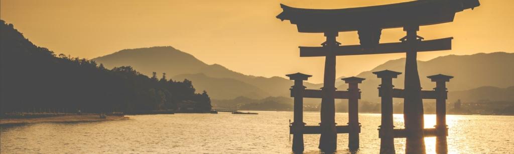 Beruehmter großer shinto torii - Miyajima, Japan.
