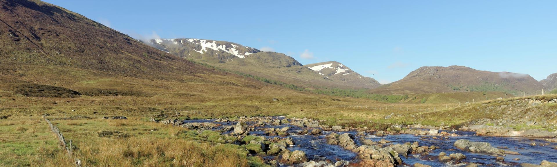 Der Fluss Spey westlich von der Garva-Brücke.