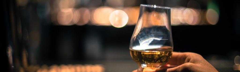 Whisky-Tasting mit Nosing Glas.
