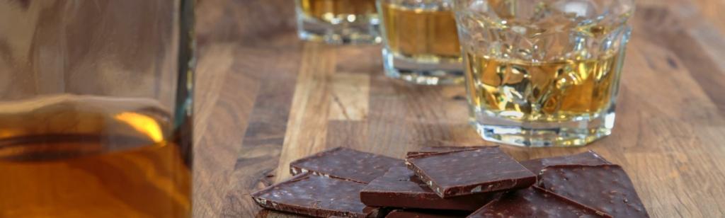 Eine gute Kombination: Whisky und Schokolade.