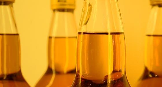 Mehrere Flaschen Blended Whiskey.
