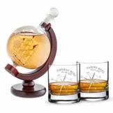 AMAVEL Whiskykaraffe Globus mit innenliegendem Segelschiff und 2 Whiskygläser mit Kompass Gravur, Personalisiert mit Name und Datum - 1