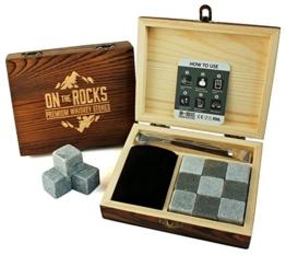 On The Rocks Whiskey Steine Geschenk-Set | 9 Natürliche Specksteine und Basalt Kühlsteine | Stilvolle Handgemachte Holzbox | Zangen und Samtbeutel | Wiederverwendbare Eiswürfel Whisky Steine - 1